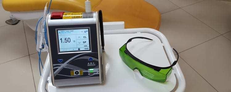 Laser wykorzystywany w placówce stomatologicznej.